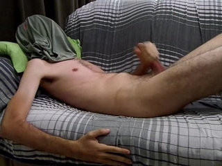 Magrelo solta super gozada em jatos 2015   handjob  super